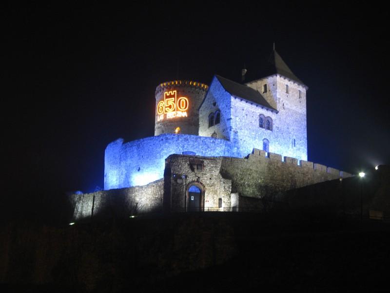 Zamek w Będzinie nocą
