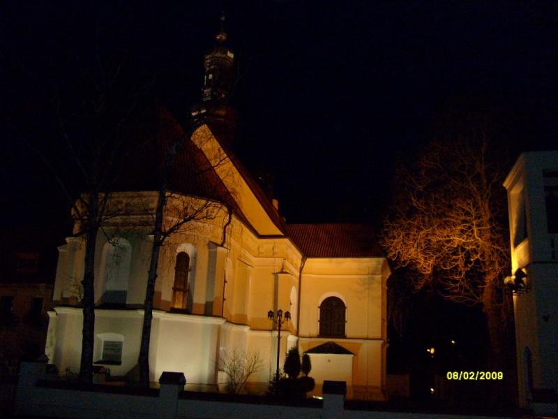 Kosciol sw.Piotra i Pawla noca