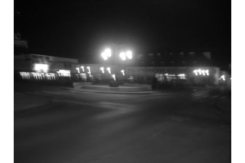 rynek w wieluniu nocą