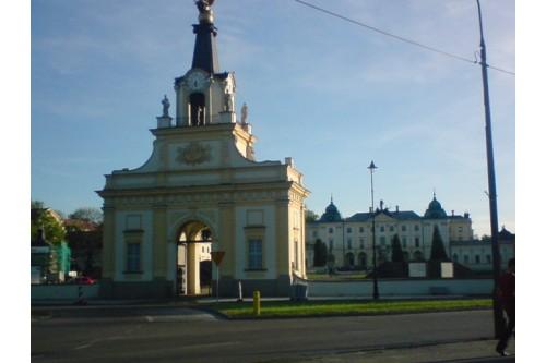 przed Pałacem Branickich